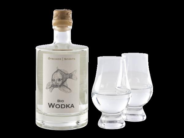 bio gersten wodka produktfoto 0,5l im ötscher spirits glas