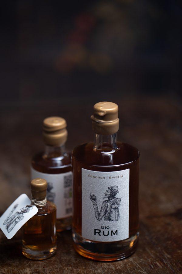 Bio Rum diverse Flaschen Imagefoto