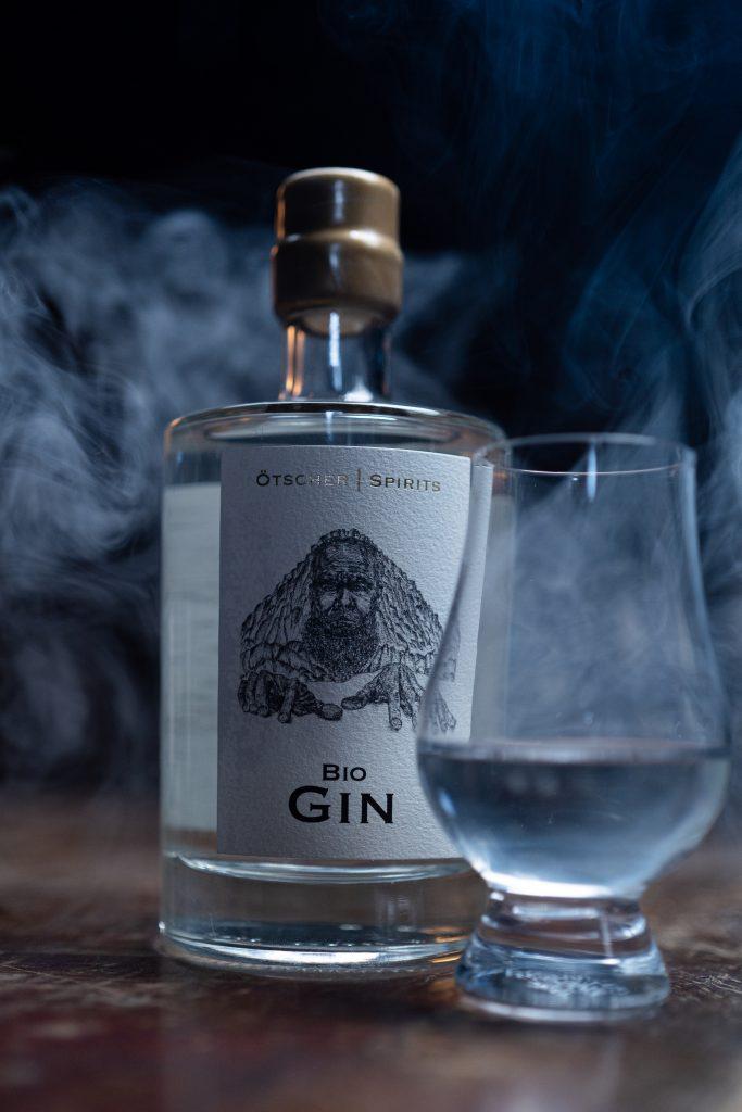 Ötscher Spirits Bio Gin mit Glas Imagefoto