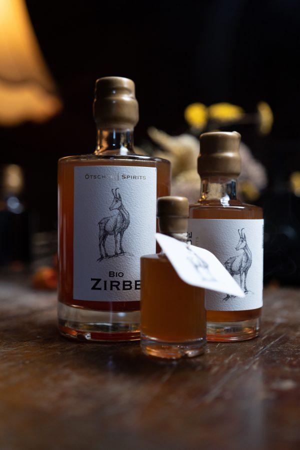 Bio Zirbe diverse Flasche Imagefoto @snegshot